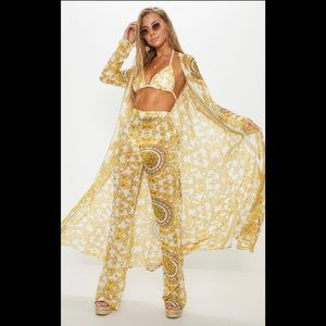 PrettyLittleThing white chain detail pants!